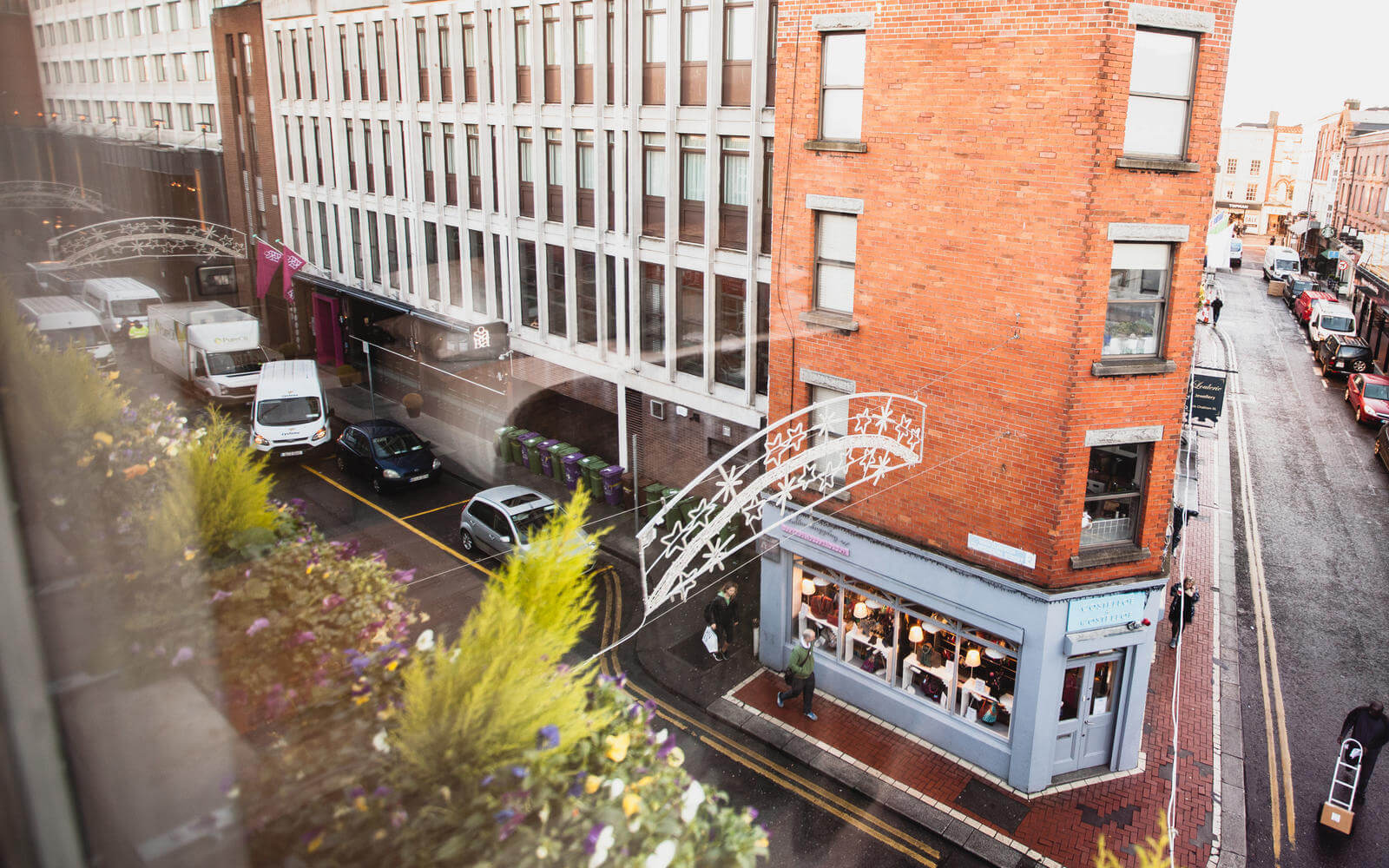 Staying at Clarendon Suites, means you are right in the middle of Dublin city, at the edge of Temple Bar, a stroll away from St Stephen's Green Park and Grafton Street.
